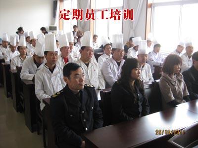 针对全体员工食堂食品安全与卫生培训;针对服务人员
